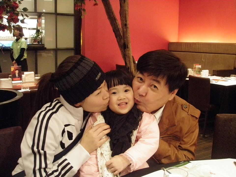 方駿萌女長相像媽媽。圖為女兒小時候照片。/截取自方駿臉書