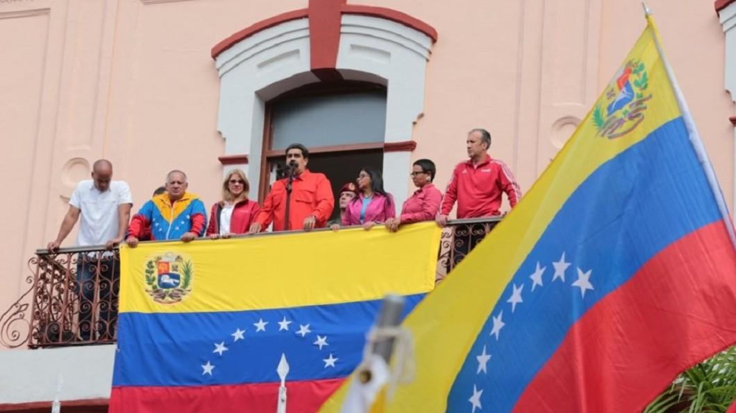 委內瑞拉總統馬杜洛(前中)23日宣布,將與美國斷絕外交關係,並要求美國外交人員在3天內離境。/圖片翻攝自NicolasMaduro推特 南美重大變局! 委內瑞拉宣布與美國斷交