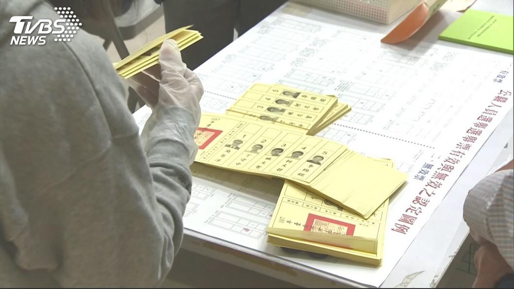 1124台北市長選舉結束後,當時出動許多人力進行驗票。(圖/TVBS) 丁守中陣營控驗票不積極 書記官科長累翻暴瘦8公斤病逝