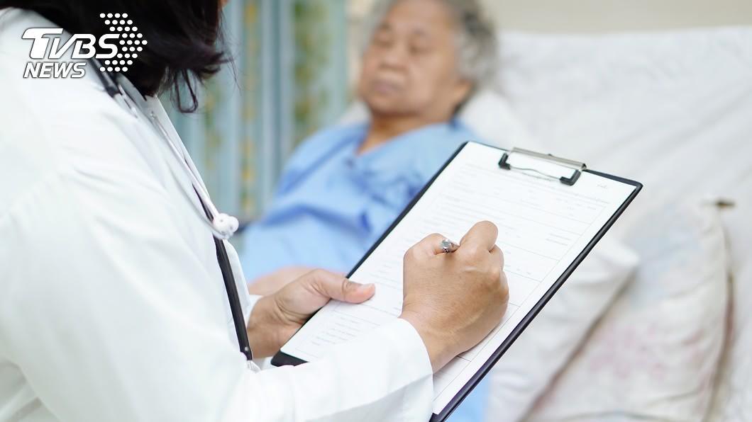 示意圖/TVBS 74歲嬤突然「回春」來月經 竟是罹患這種病!