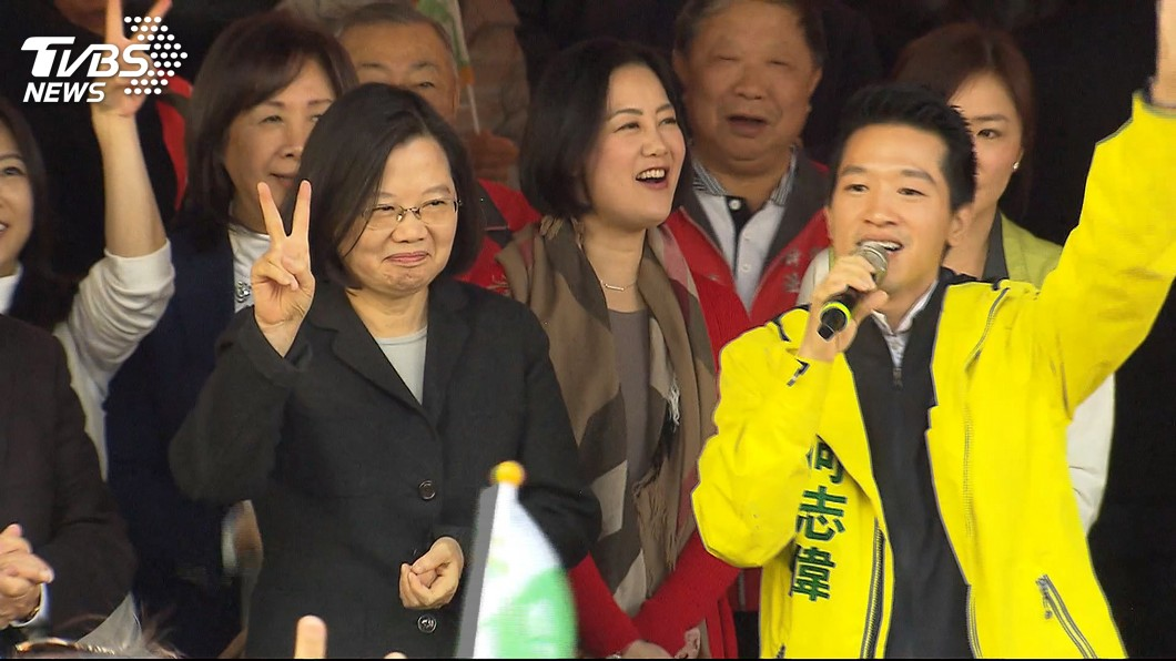 何志偉(右)今天贏得台北市第二選區立委補選。圖/TVBS資料畫面 立委補選出爐!台北何志偉、台中沈智慧宣布當選