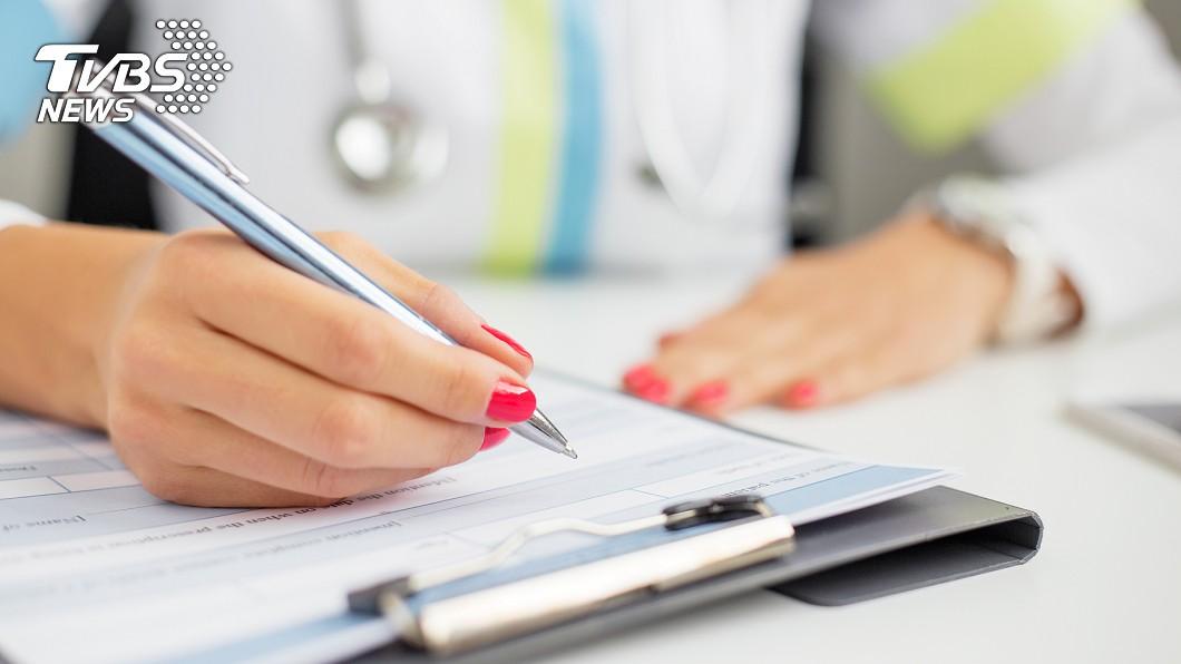 國外網站《Bright Side》整理出9種醫學測試,供大家檢查身體狀況。示意圖/TVBS 心肺疾病只需看指甲?9種醫學測試 快來檢查健康狀況