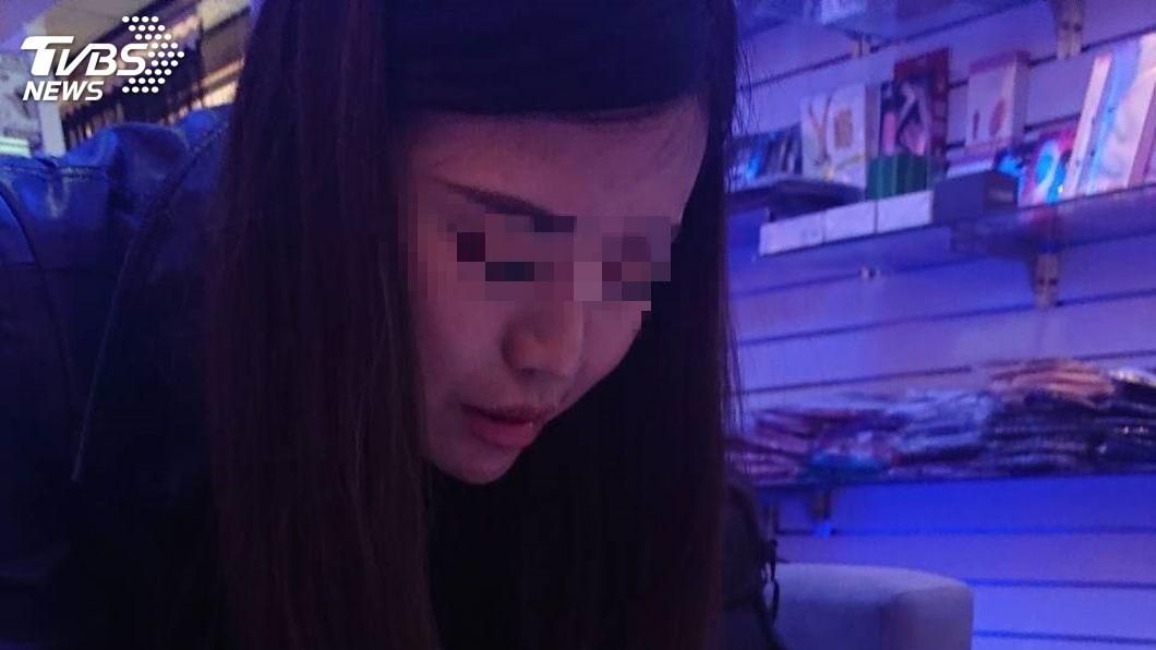 貌似王祖賢的大陸女子來台賣淫。圖/TVBS  「暗黑版王祖賢」來台賣淫遇奧客 丟500了事還嗆報警