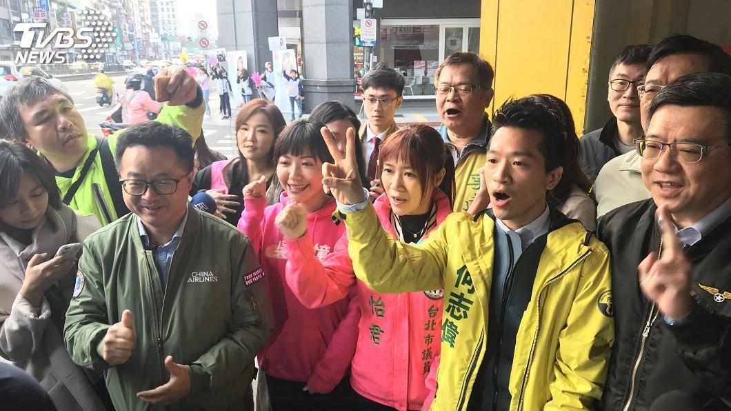 何志偉(右)今天贏得台北市第二選區立委補選。圖/TVBS 何志偉得票率下滑 綠營:須正視柯家軍影響力