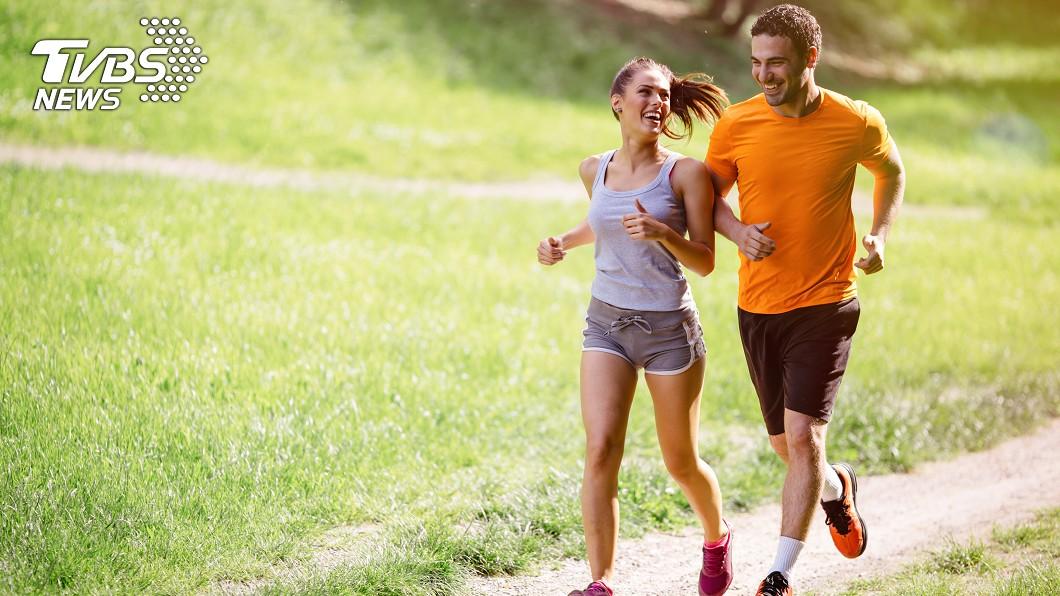 適度運動有助於腿部肌肉收縮,促進靜脈及淋巴的回流,預防靜脈曲張。圖/TVBS