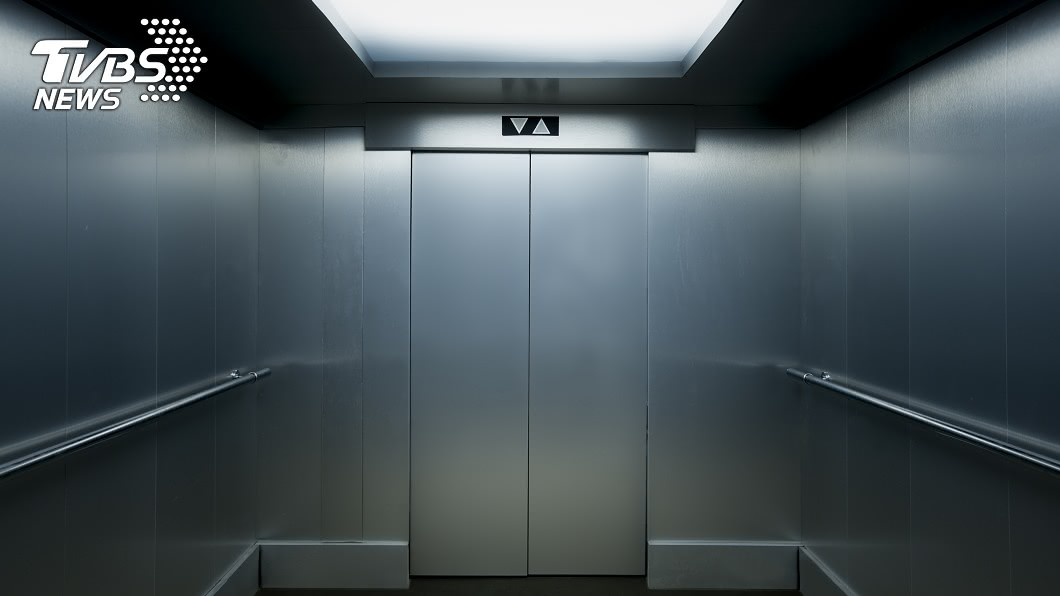示意圖/TVBS 驚!恐怖電梯19樓急速直墜 9歲女童靠「這招」保命