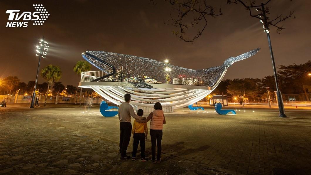 藝術家楊士毅的創作作品「大魚的祝福」。(圖/楊士毅授權提供) 亮燈才1週…「大魚的祝福」遭破壞 彩色台灣驚見裂痕