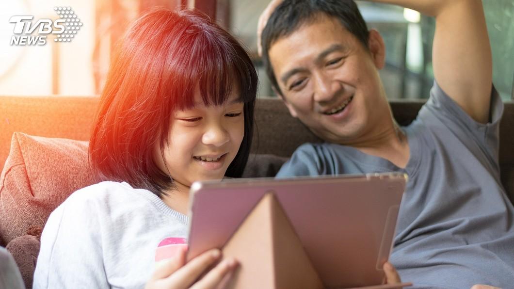 許多當父親對於女兒都會特別疼愛。(示意圖/TVBS) 跟小王跑了8年…前妻突出現 女兒內心話讓單親爸哭了