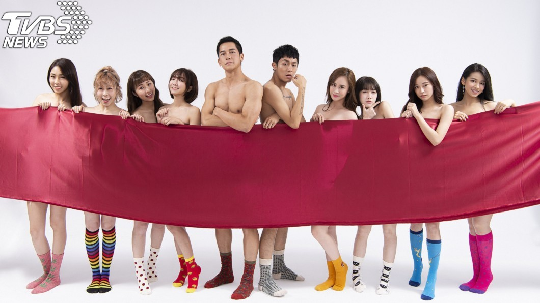 圖/傳遞娛樂 紅布僅遮重點部位!《女兵》梁瀚名「大肌肌」引遐想