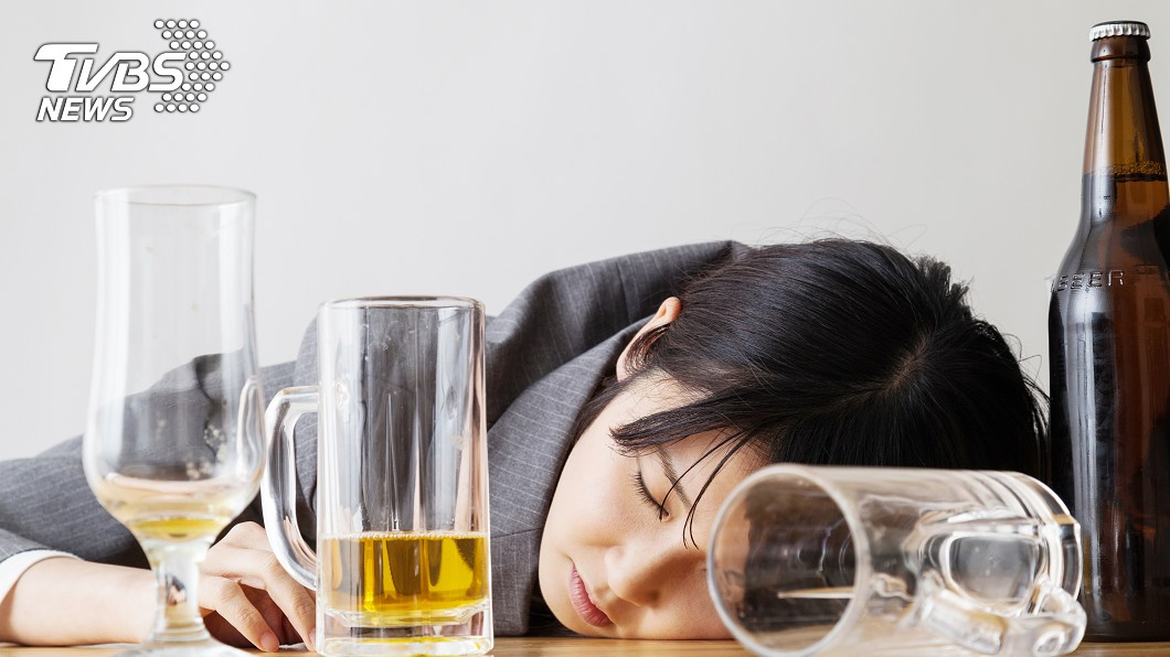 示意圖/TVBS 過年要喝到掛?飲酒易臉紅者 醫:罹食道癌風險高14倍