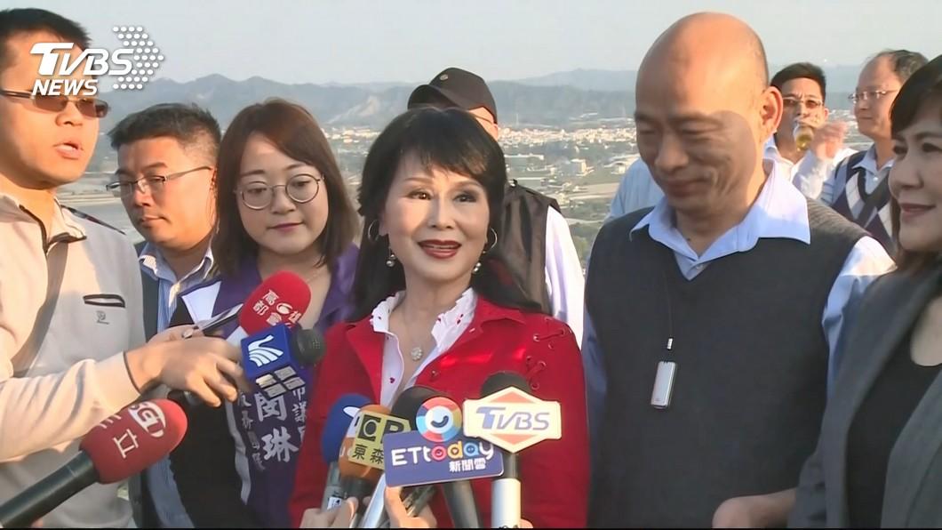 韓國瑜與張琍敏一起視察「崗山之眼」,推動愛情產業鍊。圖/TVBS