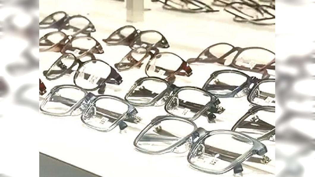 圖/翻攝自国资小新 微博 配眼鏡不怕選擇障礙 AI魔鏡幫您打分數