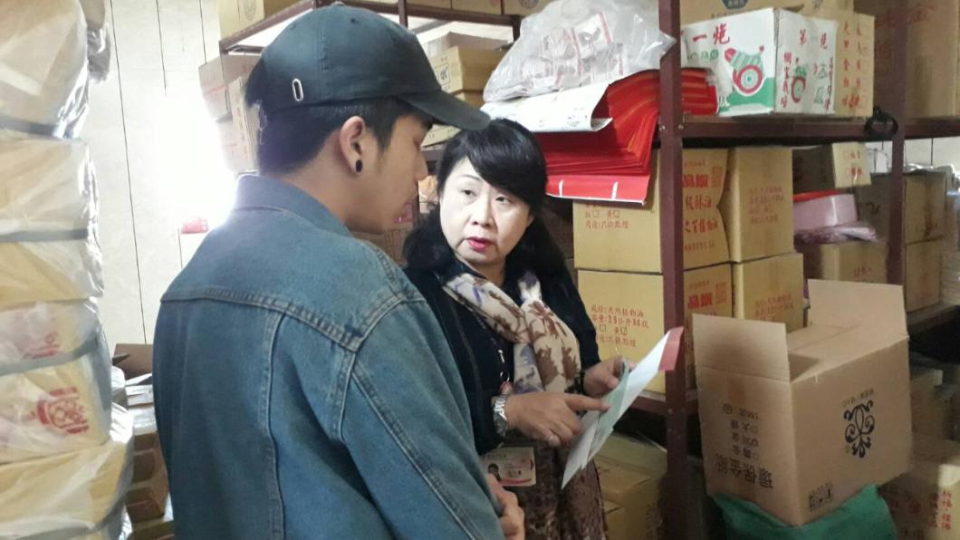 圖/新北市社會局提供 幫母送貨撞法拉利!今收到捐款544萬 孝子含淚感謝
