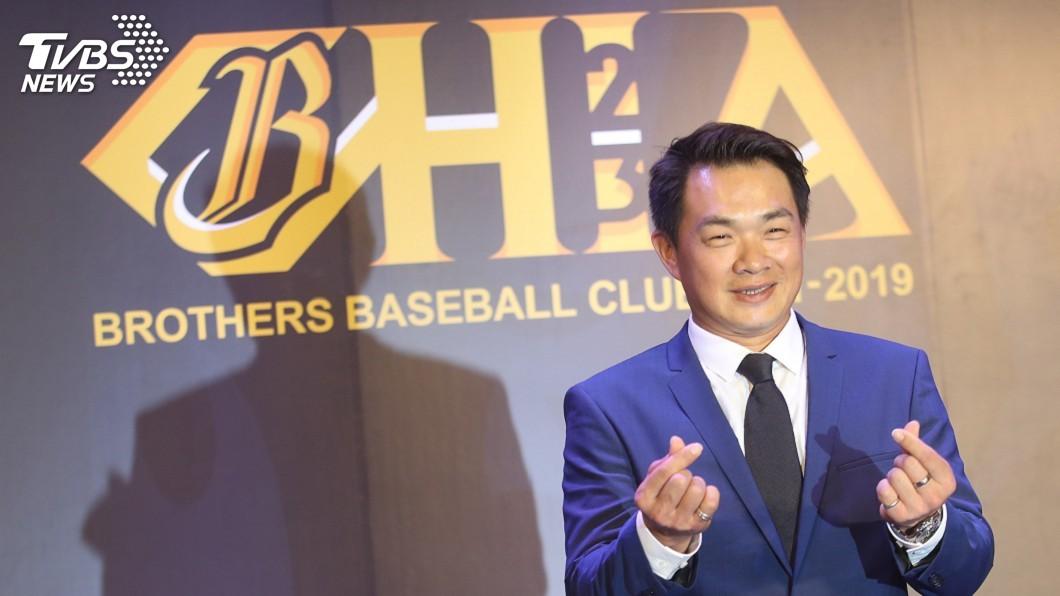 圖/中央社 將結束19年中職生涯 彭政閔含淚揮別球場