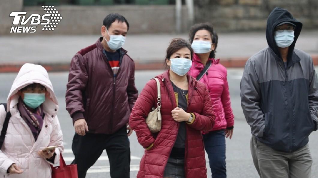 近期流感疫情嚴重,建議民眾出門務必戴口罩。圖/中央社 流感高峰!春節期間 北市9家醫院開「類流感門診」