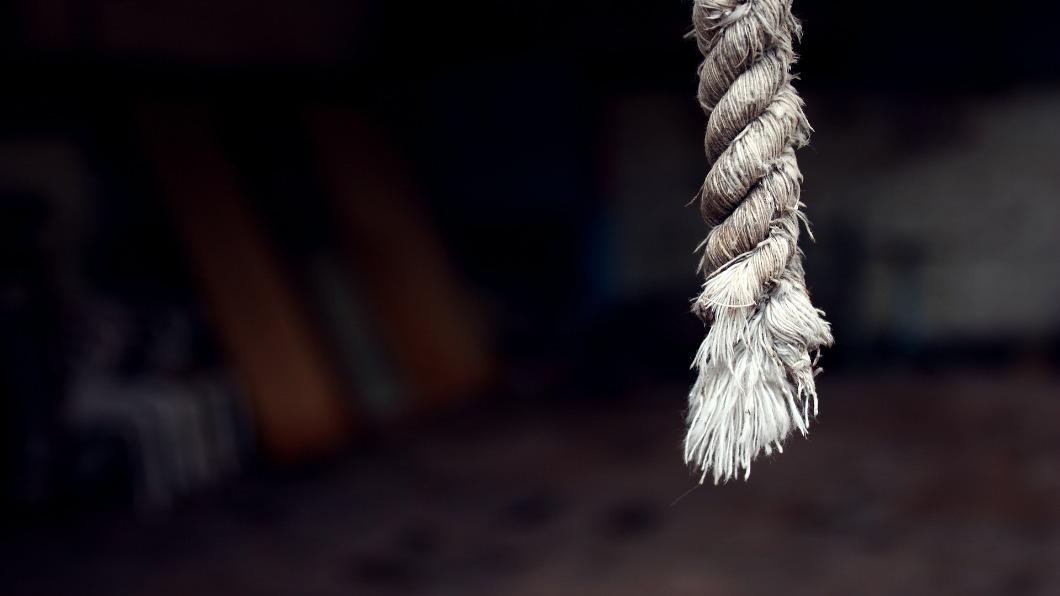 基隆市一名被列失蹤人口7年的男子,被人發現在台中大甲溪畔的一處峭壁大樹上吊身亡。(示意圖/TVBS) 基隆男失蹤7年 大甲溪畔50米峭壁棉繩上吊亡