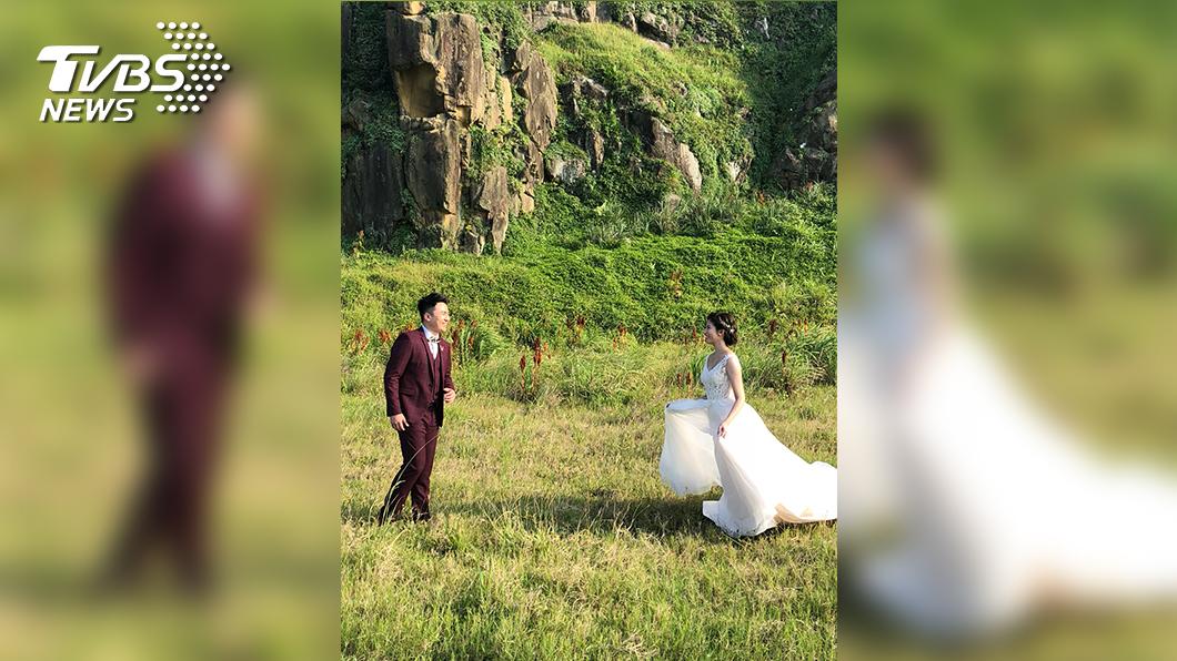體育主播藍于洺的婚紗照,有多張是在戶外拍攝,親近大自然。(圖/TVBS)