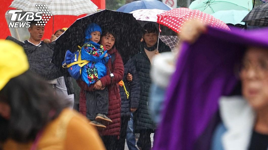 氣象局表示除夕可能會變天。示意圖/TVBS 除夕變天!全台將轉為濕涼 一張圖秒懂連假天氣