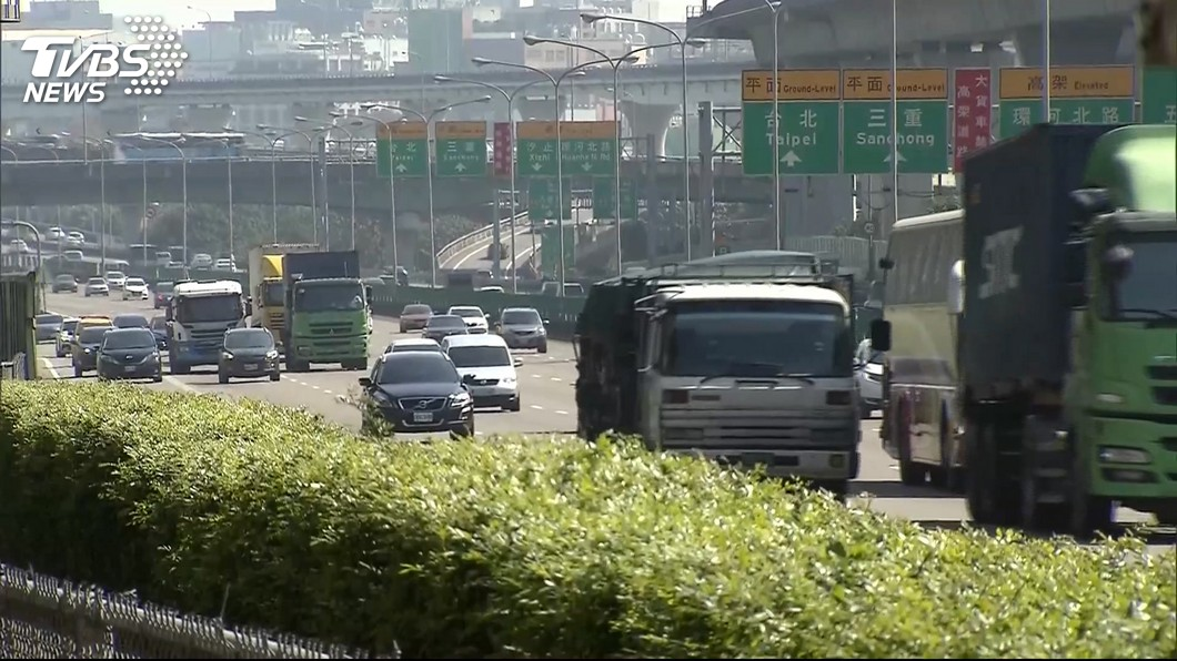 圖/TVBS 每年逾4萬件!國道散落物頻釀禍 30分鐘處理費3千元