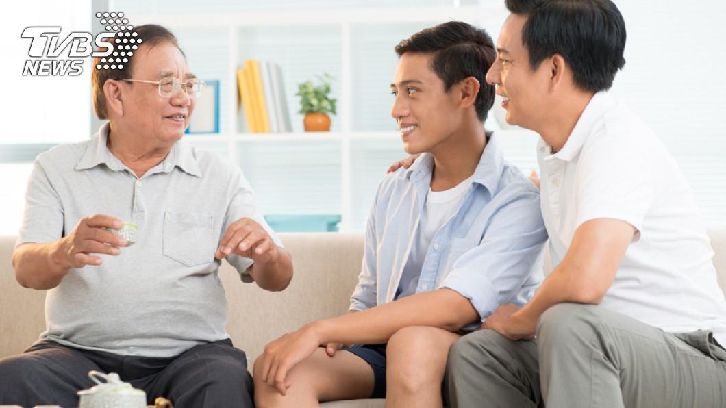 拜年遇到親戚問到敏感話題,不回答又有失禮數。示意圖/TVBS 「何時結婚?」過年老話題好煩 8招應答逼退親戚