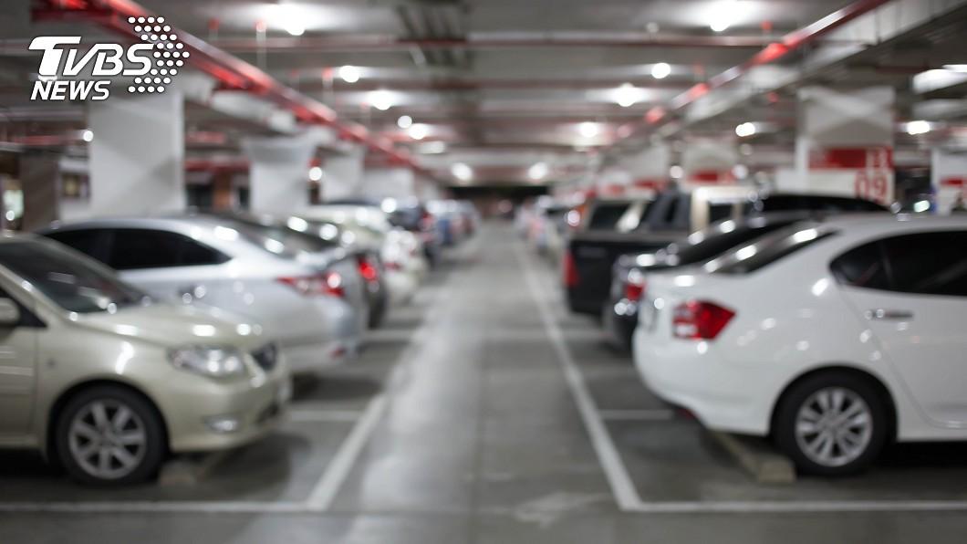 若是下次遇到惡霸車主佔用私人車位,律師建議可用這幾招自保。示意圖/TVBS 不爽私人車位遭霸佔 律師教這招:可要求付停車費