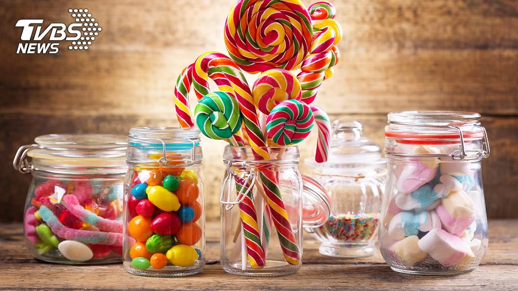 網友媽媽吃了1款味道噁心的糖果,因此傳訊詢問女兒。示意圖/TVBS 糖果味道奇怪!媽吃一口嫌噁心 女兒看照片笑翻