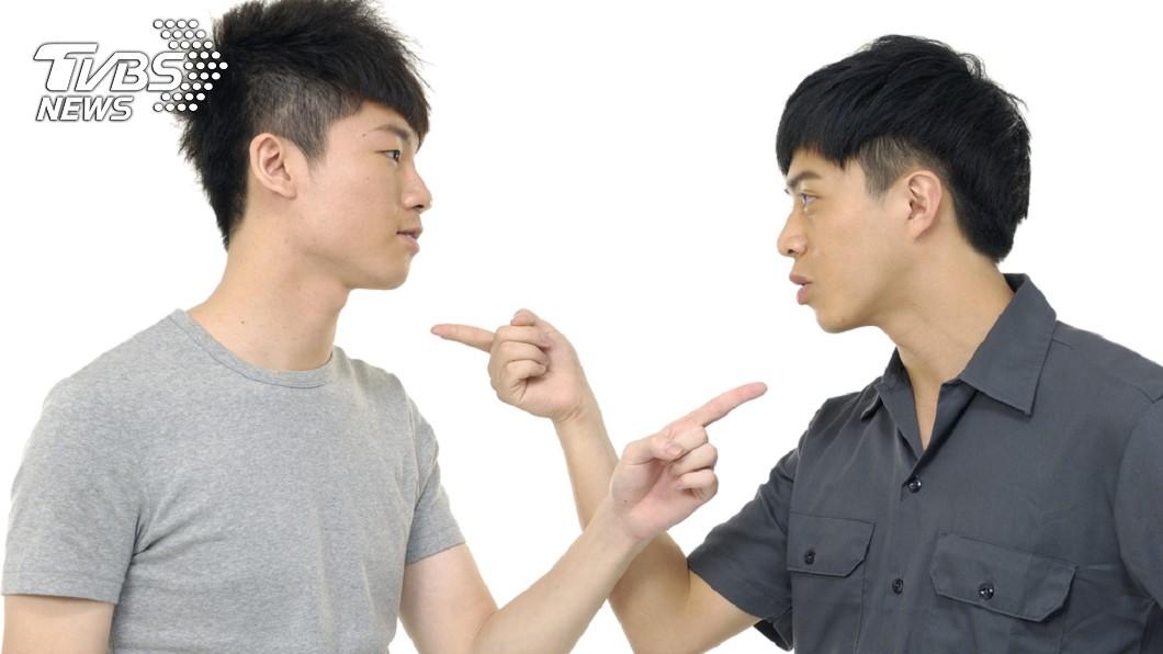 若是雙方溝通問題出在態度不佳,為了和諧相處,請好好提出溝通一番吧!(示意圖/TVBS) 「有錢講話就大聲」!這種事在家族裡也沒有例外