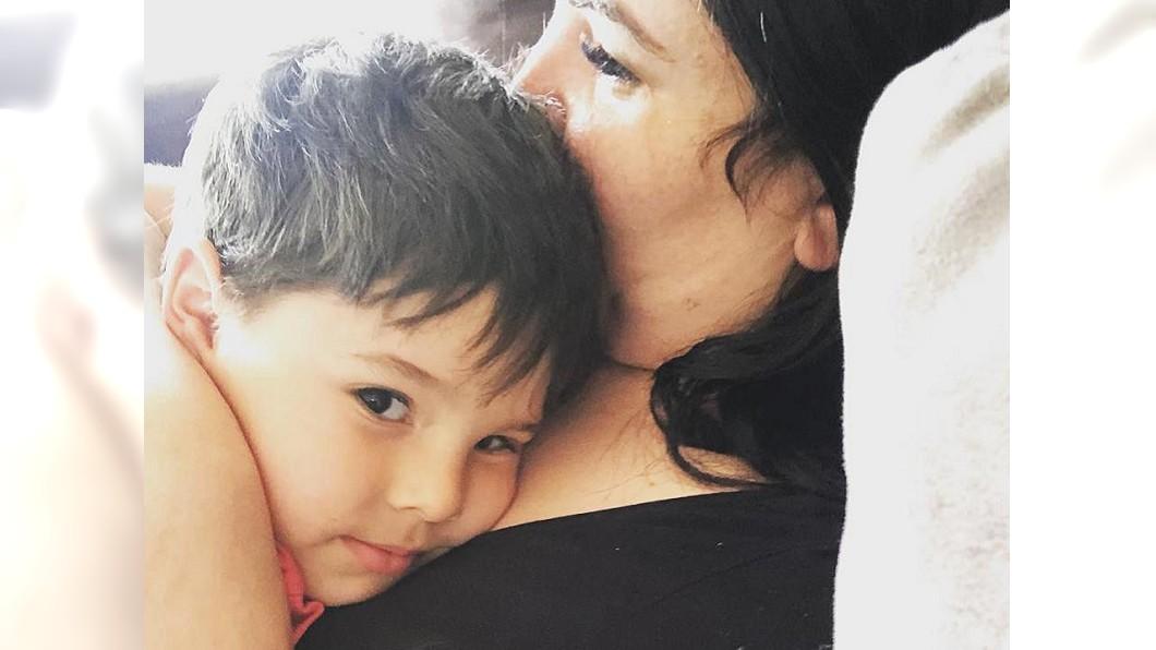 這名媽媽相信孩子是之前曾流產的嬰兒靈魂。圖/翻攝自Laura Mazza - Mum on the Run臉書 待過肚子2次!媽媽多年前不幸流產 4歲童淚訴曾變天使