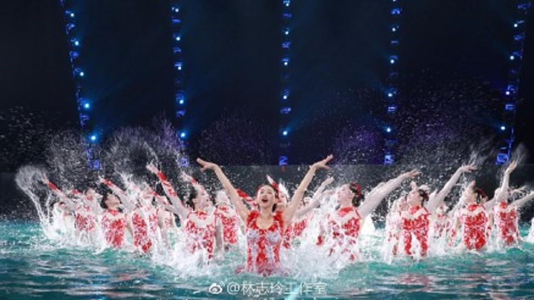 林志玲春晚表演水上芭蕾舞。圖/翻攝自林志玲工作室微博