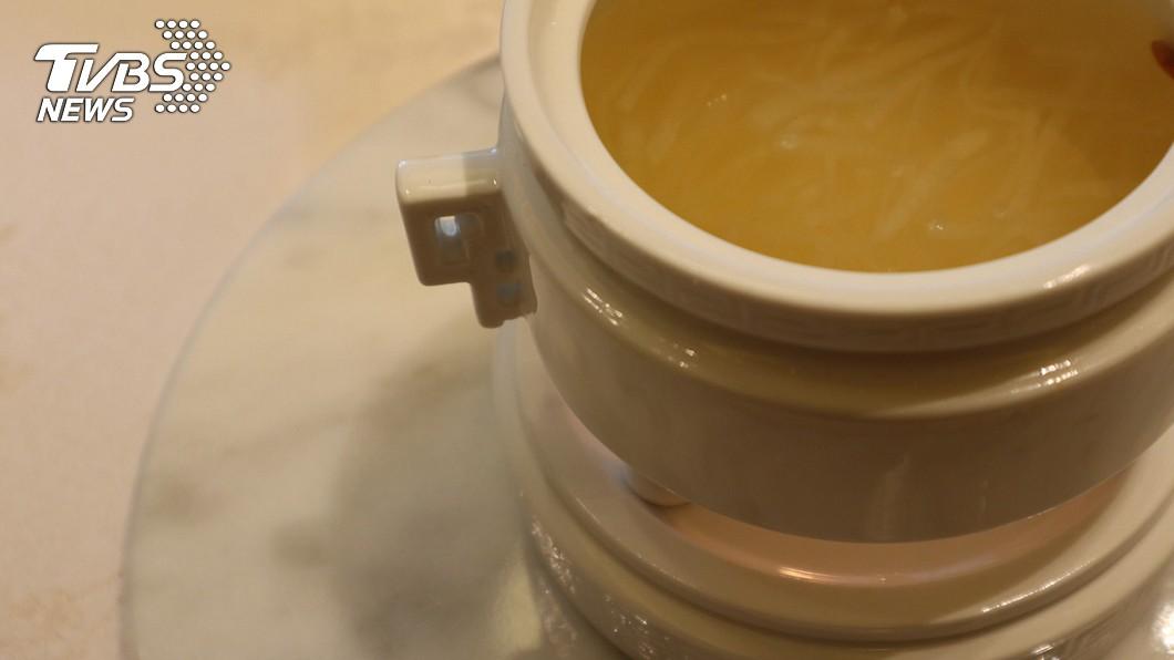 素燕菜其實是白蘿蔔絲,但出自清宮御廚之手,口感媲美燕窩,飯店業者重現這道菜。(圖/中央社)