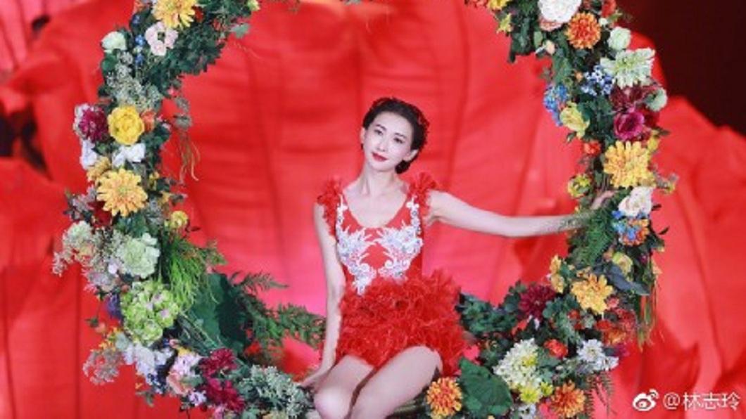林志玲隔了8年再度登上春晚舞台。(圖/翻攝自微博)