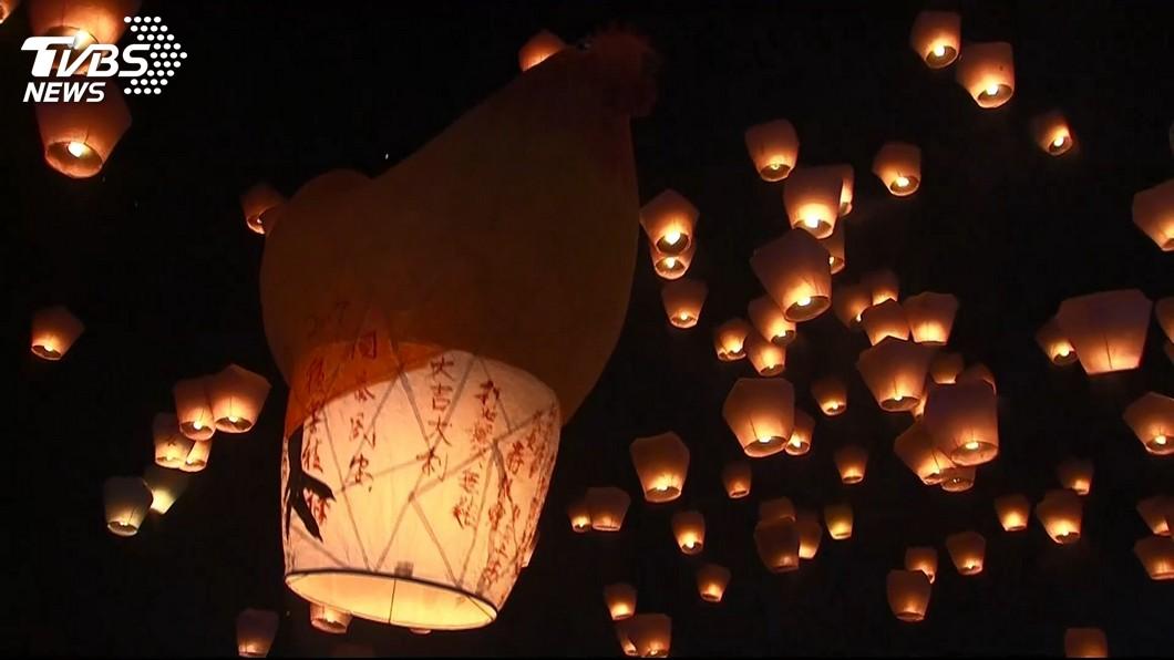 新北市每年元宵會舉辦平溪天燈節,今年因疫情延至暑假。(圖/TVBS資料畫面) 新北平溪天燈節延至暑假 元宵假期務必戴口罩