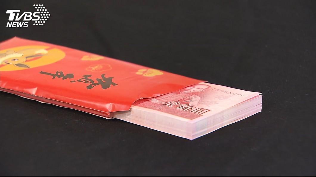 有男網友發文自己到女友家拜年,準岳母送他一包超厚的紅包。(示意圖/TVBS) 到女友家拜年…準岳母送「厚厚紅包」 他看傻:該注意啥