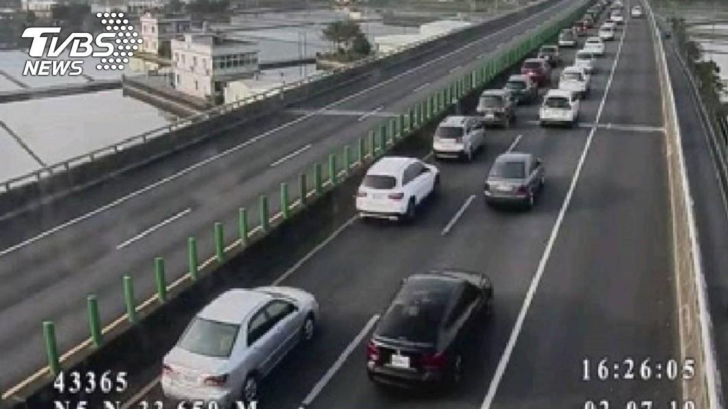 宜蘭-頭城路段目前車速比跑步還慢!圖/高公局即時路況系統 國五停車場再現!時速比跑步還慢 宜蘭恐塞到半夜