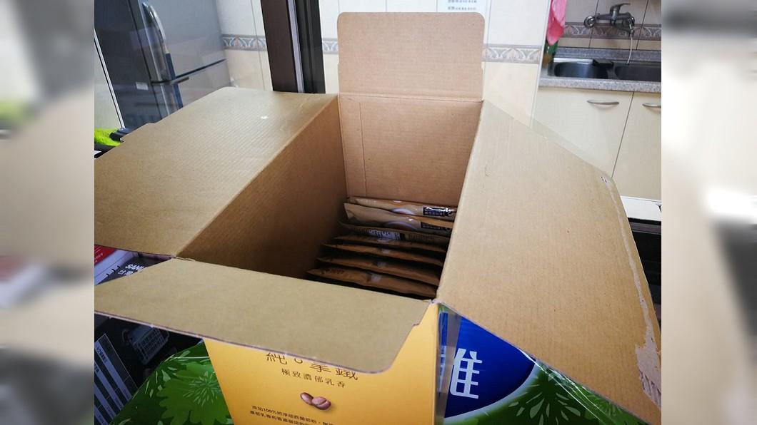 原PO男友為了排字慶祝,用掉原PO半箱即溶咖啡。圖/翻攝自PTT
