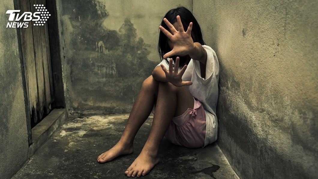 與新聞事件主角無關。(示意圖/shutterstock達志影像) 7歲女童哭喊「我想死」醫生一查...小小身軀內出血、肺部萎縮