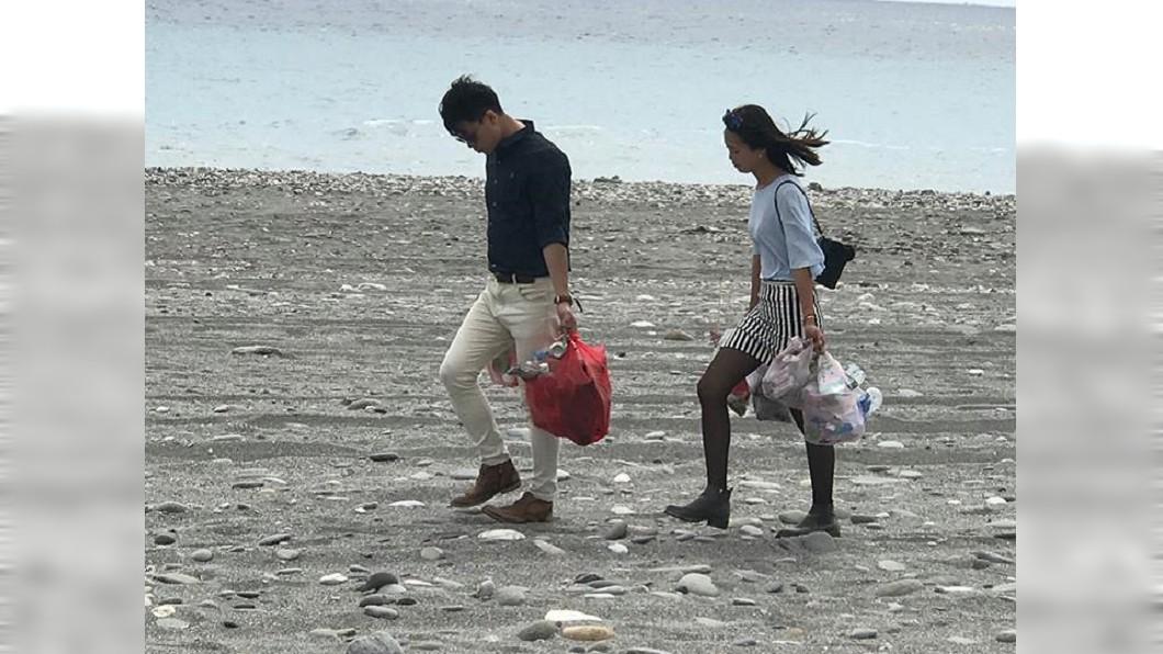 圖/林洋志授權提供 情侶約會到台東淨灘 當地人感動:雖不認識,但謝謝你們