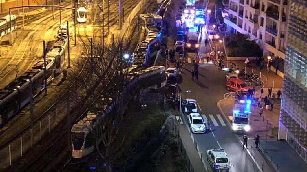 圖/翻攝自Ville d'Issy-les-Moulineaux臉書 巴黎郊區輕軌罕見追撞事故 釀12傷