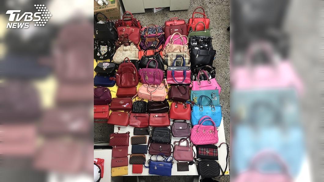 圖/中央社 偷遍台南中西區! 女慣竊家中查獲逾50件皮件
