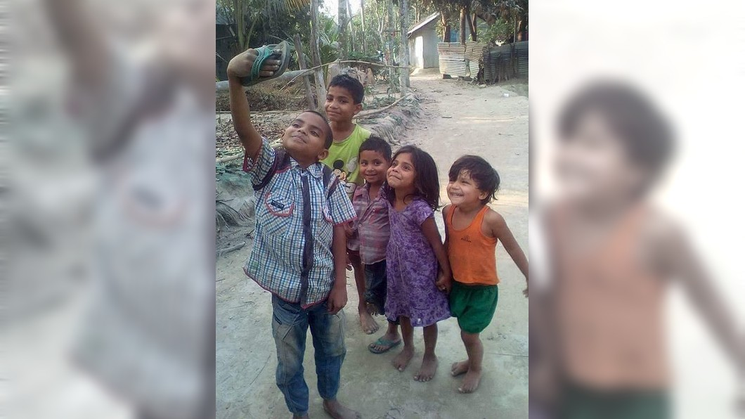 博曼伊蘭尼貼出印度小孩的照片也惹哭不少網友。(圖/翻攝自 博曼伊蘭尼 IG) 印度小孩拿「拖鞋」自拍燦笑 惹哭萬人:最棒的自拍照
