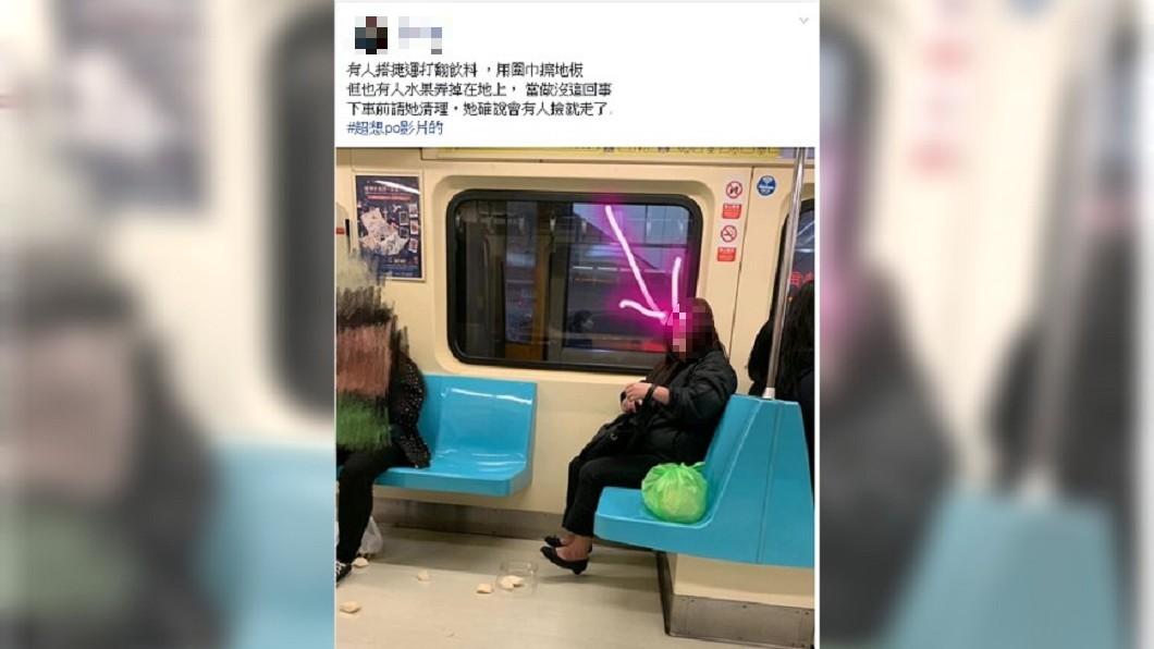 圖/爆怨公社 捷運打翻水果 女乘客懶得清「會有人撿」直接下車