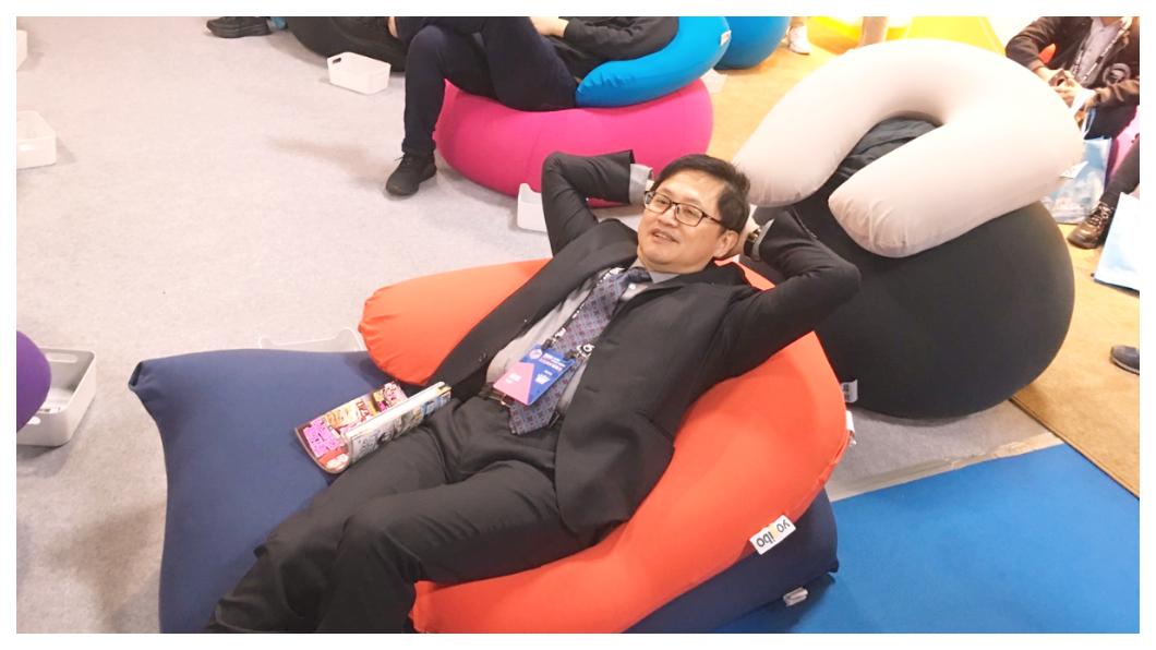 在台灣科技史上,童子賢締造了一頁華碩與和碩的精彩傳奇,但奇特的是,從小在花蓮瑞穗鄉下成長的童子賢,傳承父親工藝巧手,和對環境萬物永遠好奇的童心。圖為台北國際電玩展1月24日開幕,主辦單位台北市電腦公會理事長童子賢親自體驗,童子賢強調,全球遊戲產值去年達1,370億美元、比美國好萊塢全球票房收入高10倍。   圖/TVBS