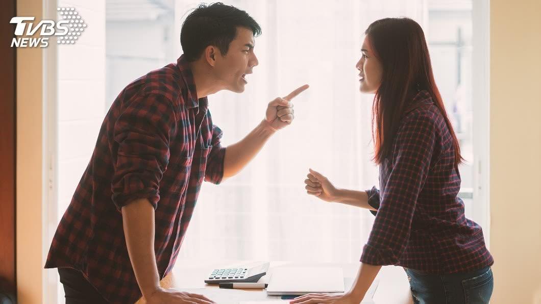 夫妻為了「回娘家」吵架。(示意圖/shutterstock達志影像) 怨妻嫁來卻「常回娘家」!尪訴苦衷:我家算開化…網罵爆