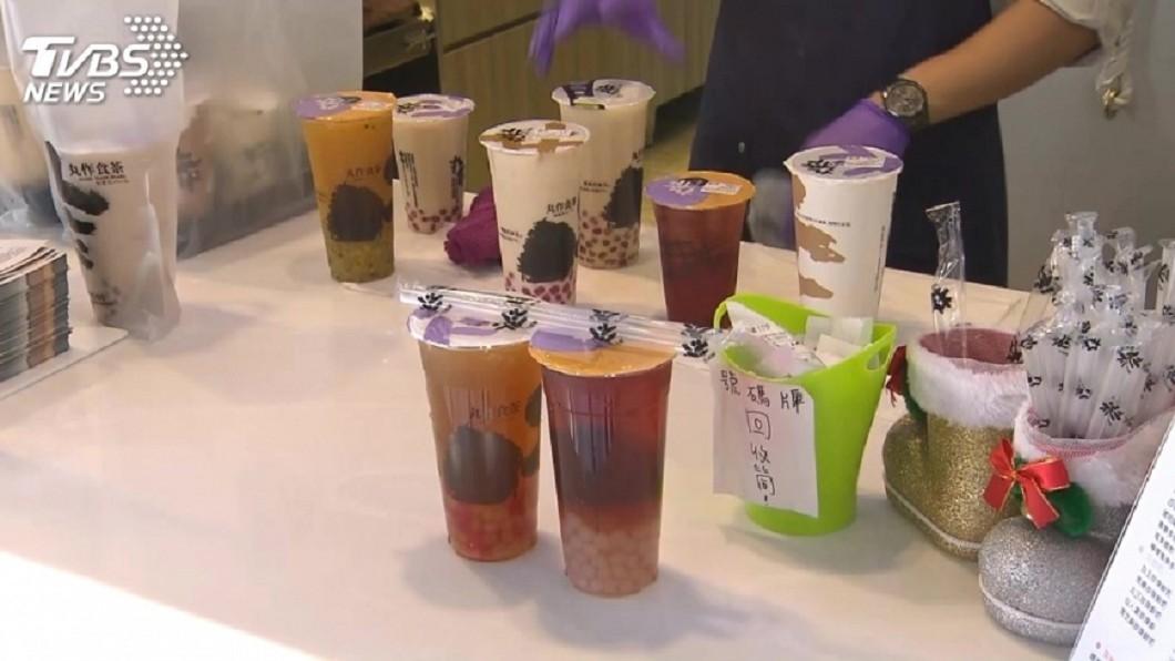 現在飲料店競爭激烈,不少店家有提供外送服務爭取生意。(示意圖/TVBS) 女送飲料迷路遇熱心嬤 送到驚見她遺照:我媽生前最愛喝