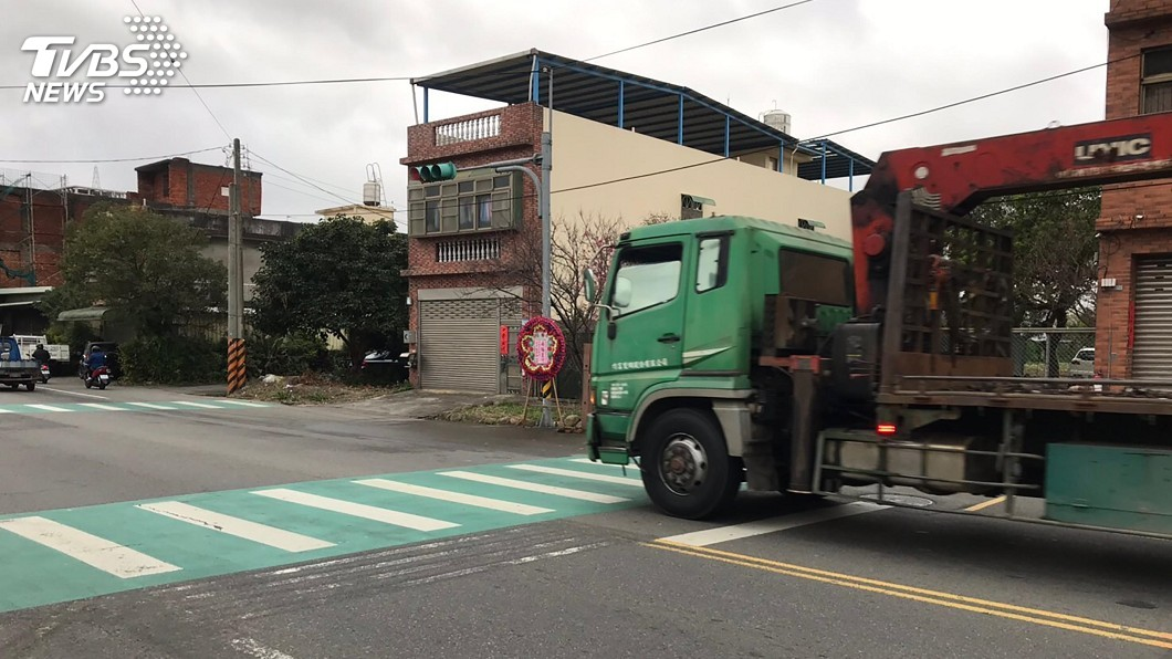 圖/中央社 婦人過馬路遭輾斃 2貨車駕駛未停車被法辦