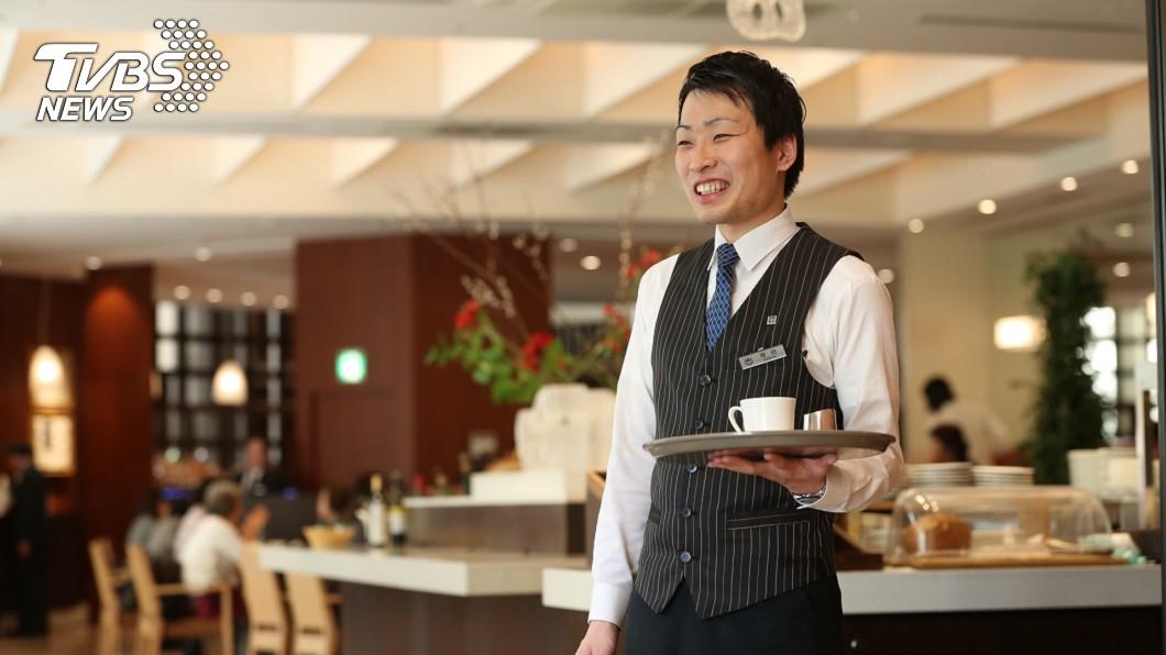 東急飯店餐飲服務人員(圖/國賓飯店提供)