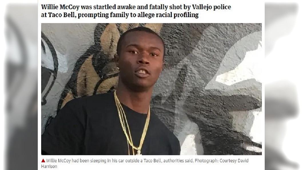 美國一名黑人饒舌歌手因為只是在車內睡覺,竟遭警方開槍打死,家屬痛批根本是種族歧視。(圖/翻攝自衛報) 美黑人饒舌歌手在賓士車睡覺 慘遭6警亂槍打死