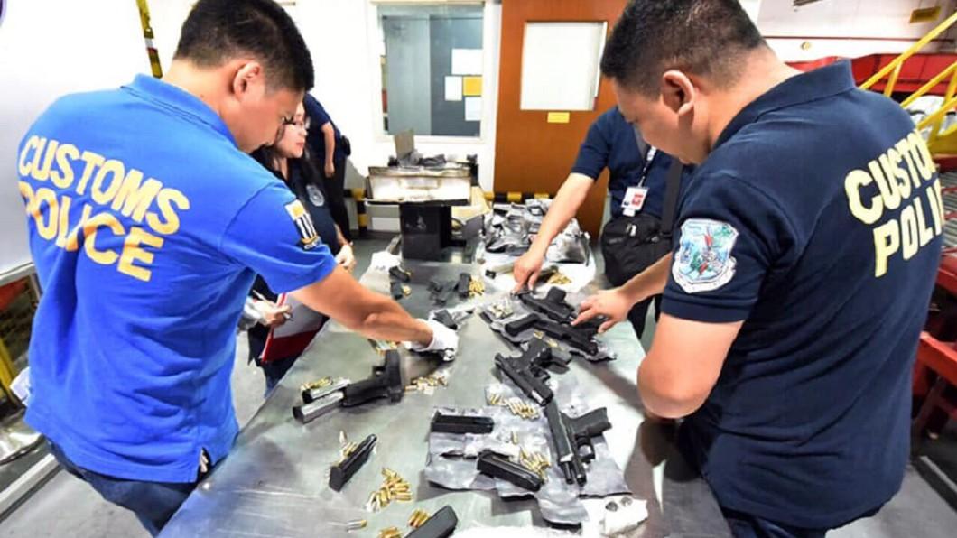 圖/翻攝自菲律賓海關局臉書 菲機場截獲大量槍械彈藥 目的地竟是台灣