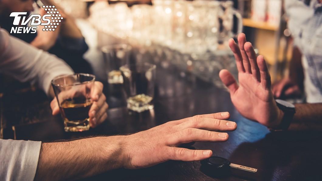 為重擊酒駕,法務部擬推「酒精鎖」。示意圖/TVBS 擬推「酒精鎖」!法務部打擊酒駕 吹氣過關才能發動車子