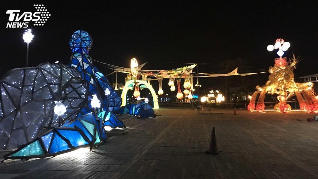 圖/中央社 台灣燈會15日試營運 接駁服務載客進燈區